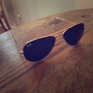 Ray-ban aviator style sunglasses